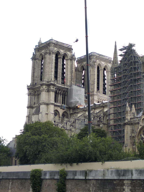 Notre Dame de Paris en flammes  - Page 15 Img_2010