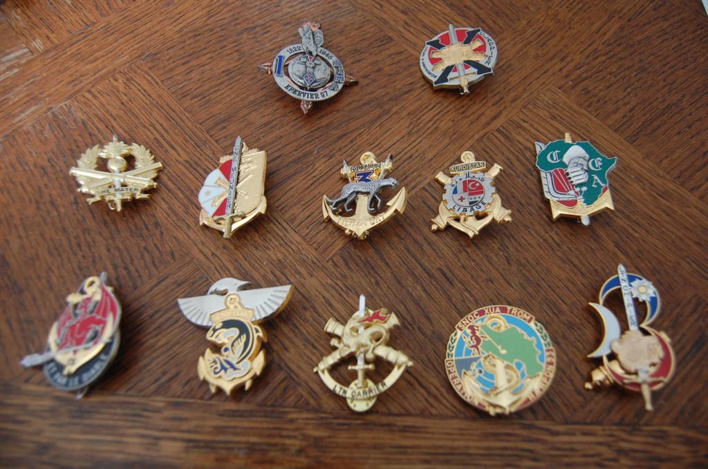 insignes pucelles, béret, bonnet de police  Dsc_1513