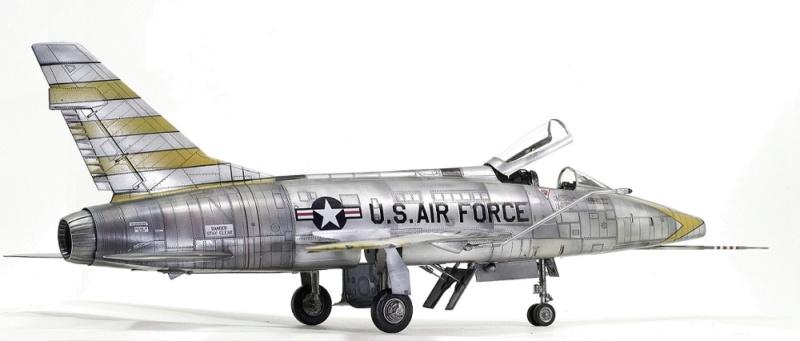 F-100D Super Sabre Trumpeter 1/32. 10-110