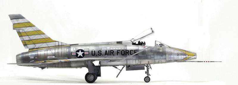 F-100D Super Sabre Trumpeter 1/32. 11-110