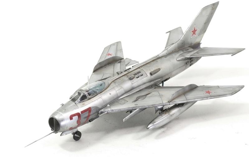 МИГ-19С. Трумпетер 1/32. 1210