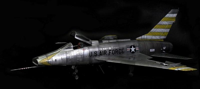 F-100D Super Sabre Trumpeter 1/32. 23-110