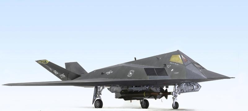 Lockheed F-117 Nighthawk. Trumpeter 1/32. 235