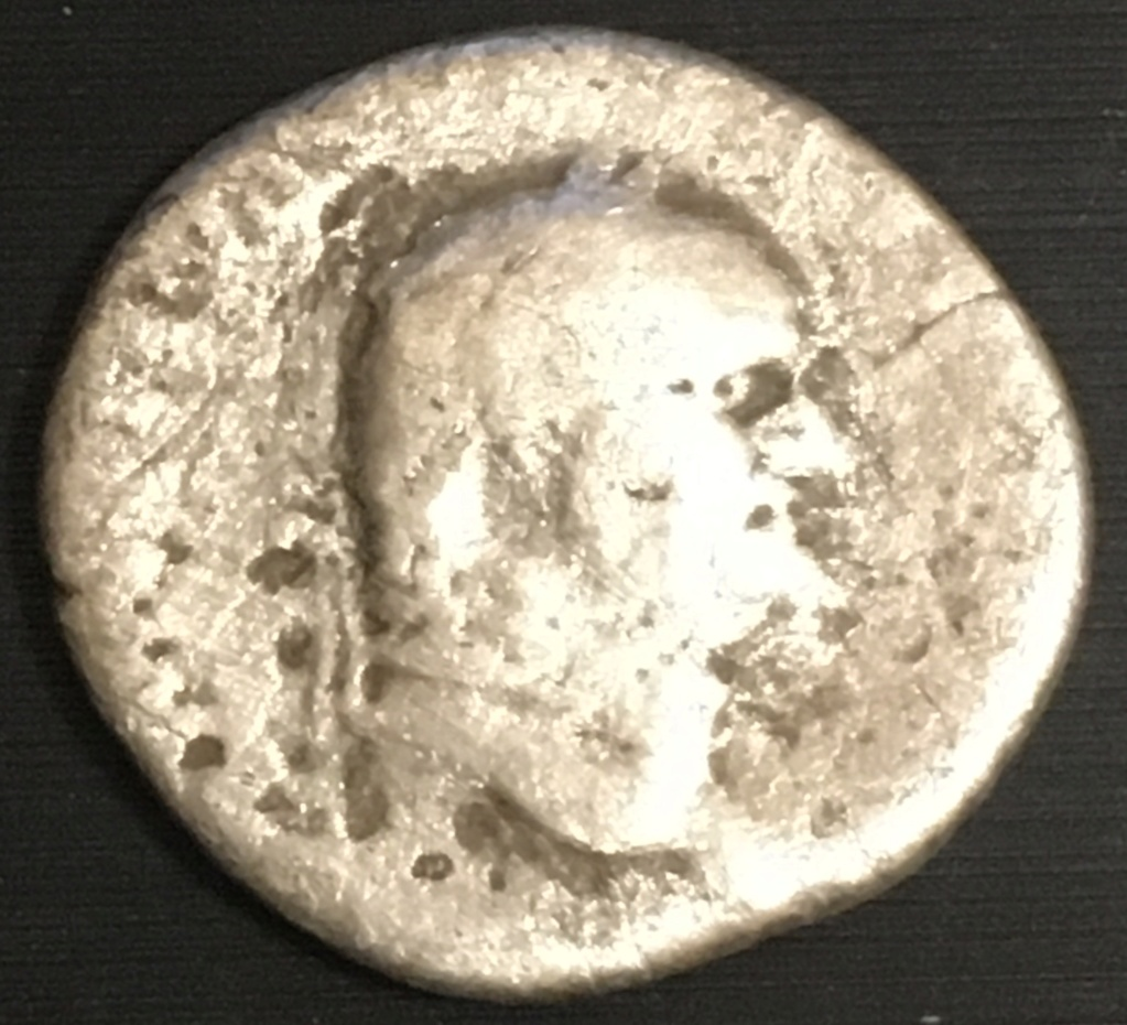 Denario de Vespasiano o Tito. IOVIS CVSTOS. Roma Img_3113