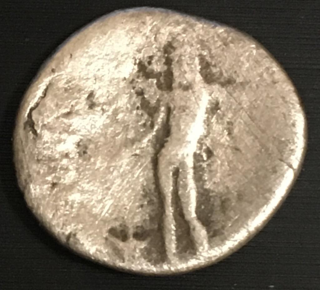 Denario de Vespasiano o Tito. IOVIS CVSTOS. Roma Img_3114