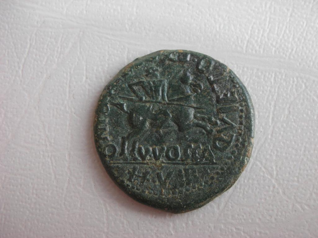 As de Osca, época de Tiberio. QVIETO ET PEREGRINO II VIR – V V OSCA. Jinete con lanza a dcha. 00712