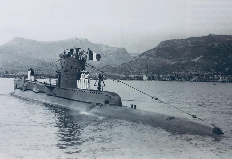 2 sous-marins FNFL le CURIE et la MORSE au 1/400 ème base Mirage + scratch 1_img_11