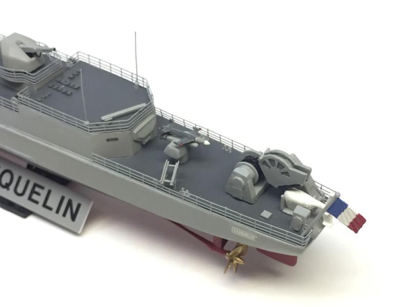 Escorteur d'Escadre VAUQUELIN 1/400 base HELLER + scratch + PE L'Arsenal Img_1045