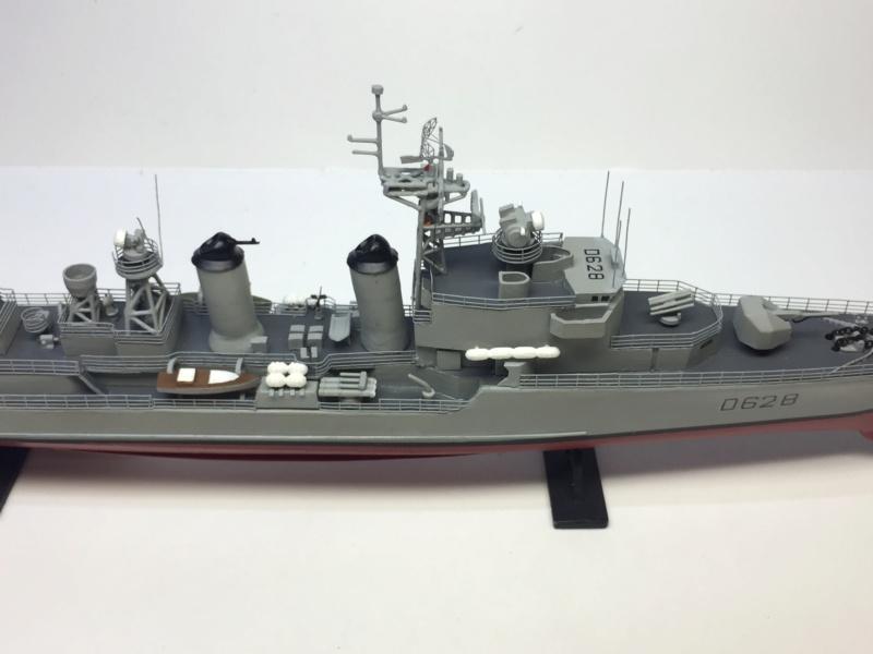Escorteur d'Escadre VAUQUELIN 1/400 base HELLER + scratch + PE L'Arsenal Img_1046