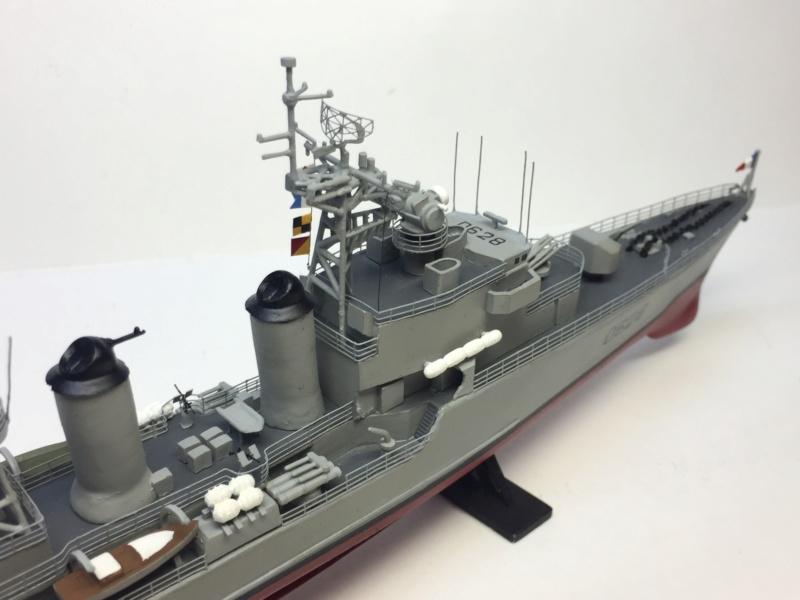 Escorteur d'Escadre VAUQUELIN 1/400 base HELLER + scratch + PE L'Arsenal Img_1047