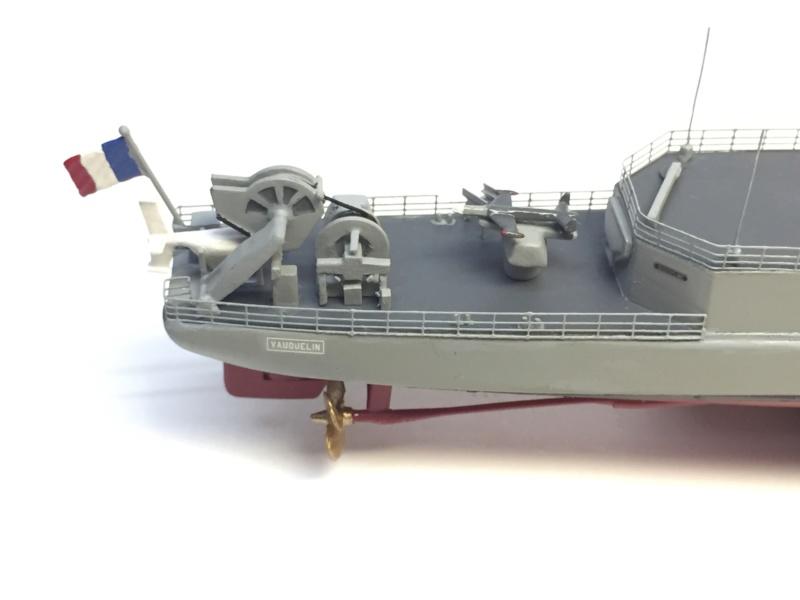 Escorteur d'Escadre VAUQUELIN 1/400 base HELLER + scratch + PE L'Arsenal Img_1048
