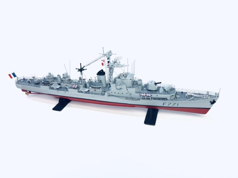"""Escorteur Rapide """"Le Savoyard"""" base HELLER + scratch + PE L'arsenal. Img_e104"""