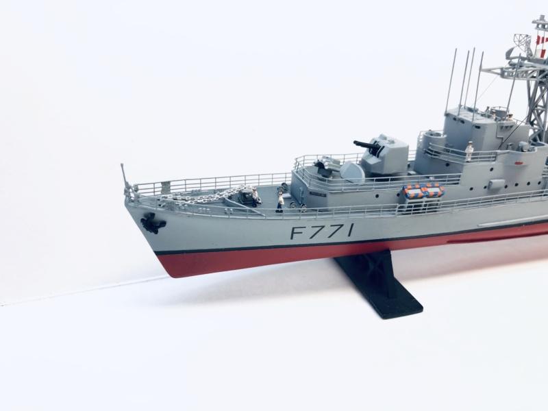 """Escorteur Rapide """"Le Savoyard"""" base HELLER + scratch + PE L'arsenal. Img_e593"""