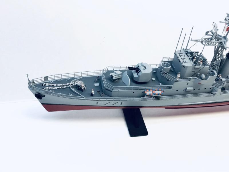 """Escorteur Rapide """"Le Savoyard"""" base HELLER + scratch + PE L'arsenal. Img_e598"""
