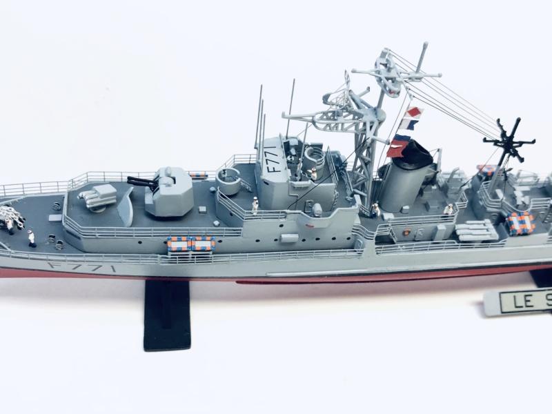 """Escorteur Rapide """"Le Savoyard"""" base HELLER + scratch + PE L'arsenal. Img_e599"""