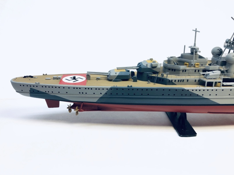 Croiseur lourd ADMIRAL HIPPER  boîte jaune Réf 1033 - Page 2 Img_e949