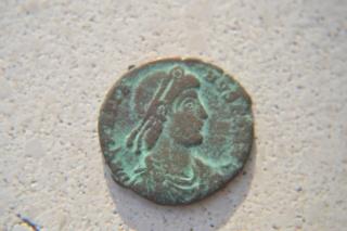 Tengo curiosidad con esta moneda Dsc_0049