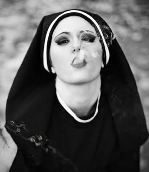 Moine qui fume Nonne_10