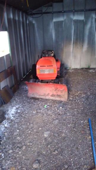Mud machine turned into snow plow Kimg0318