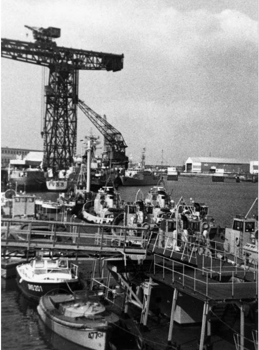 [Les ports militaires de métropole] Port de LORIENT - TOME 1 - Page 25 Quai_d10