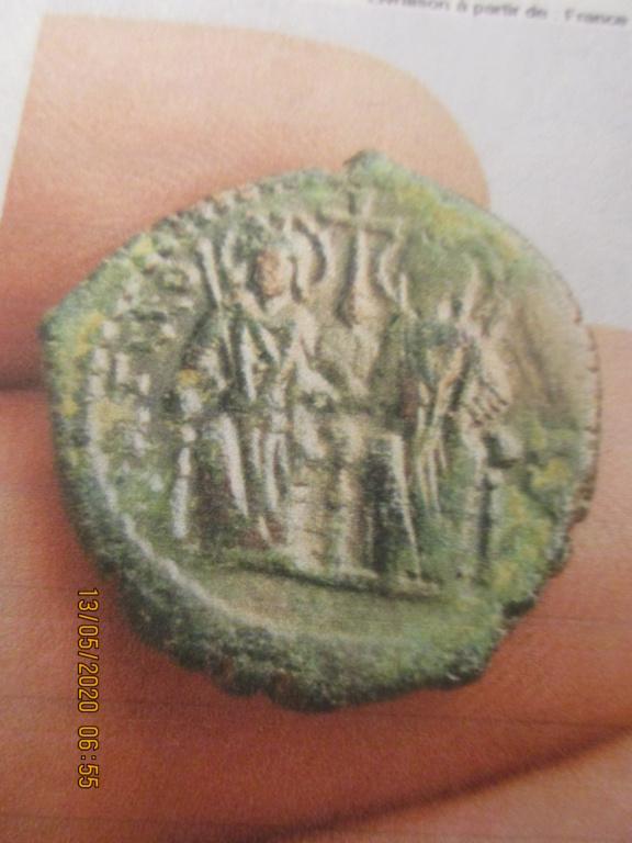 Demi-follis byzantin d'Antioche pour Justin II et Sophia ... Img_0538