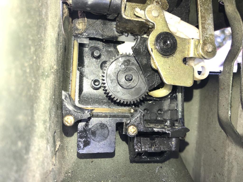 Serrure arrière G bloquée  F1c9f710