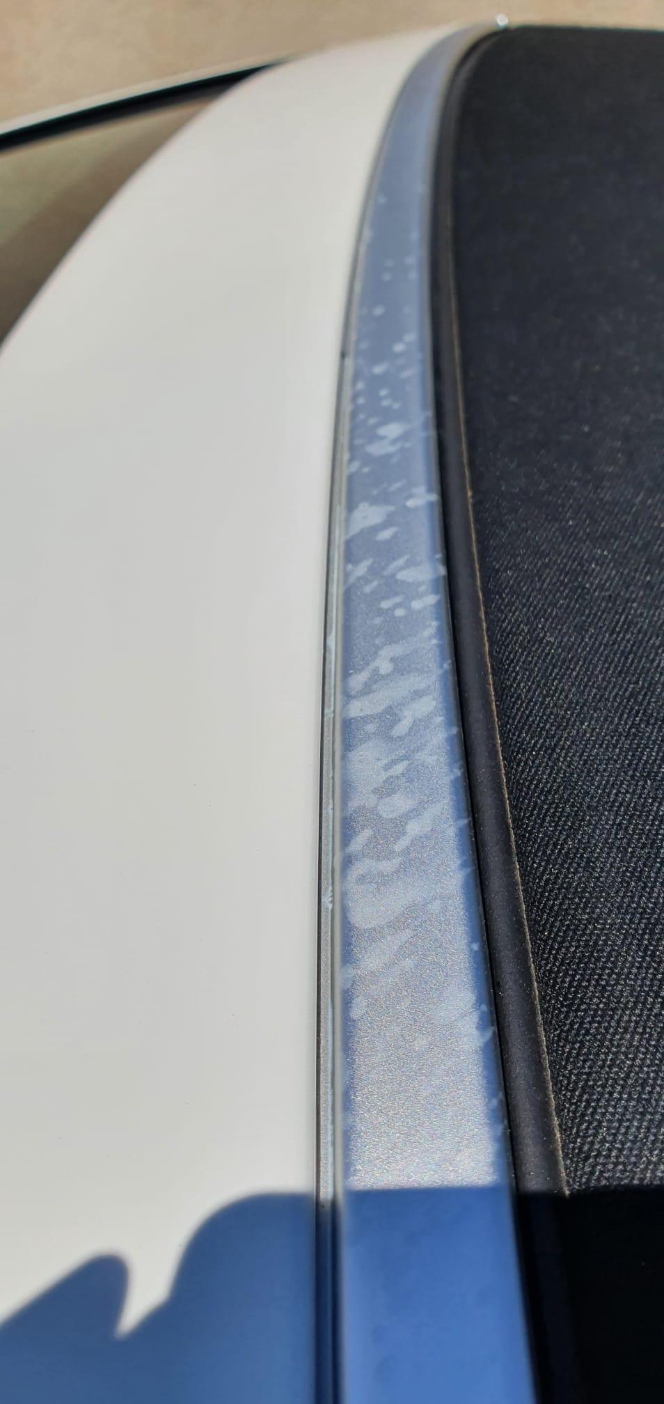 gocce bianche irremovibili  sul profilo in alluminio Whatsa16