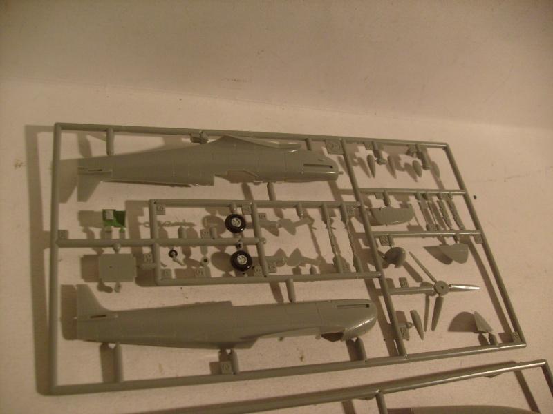 "[Revell]Spitfire MkV ""Magic flight"" au 72 eme S7300823"