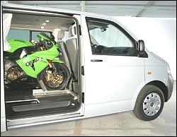 Une moto dans son fourgon.... Spacec10