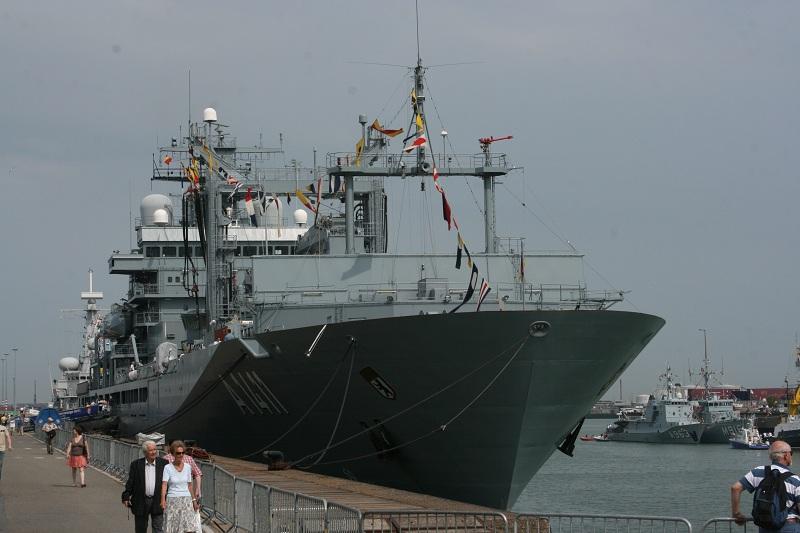 Vos photos du Navy Day 03&04/07/2010  Zeebru10