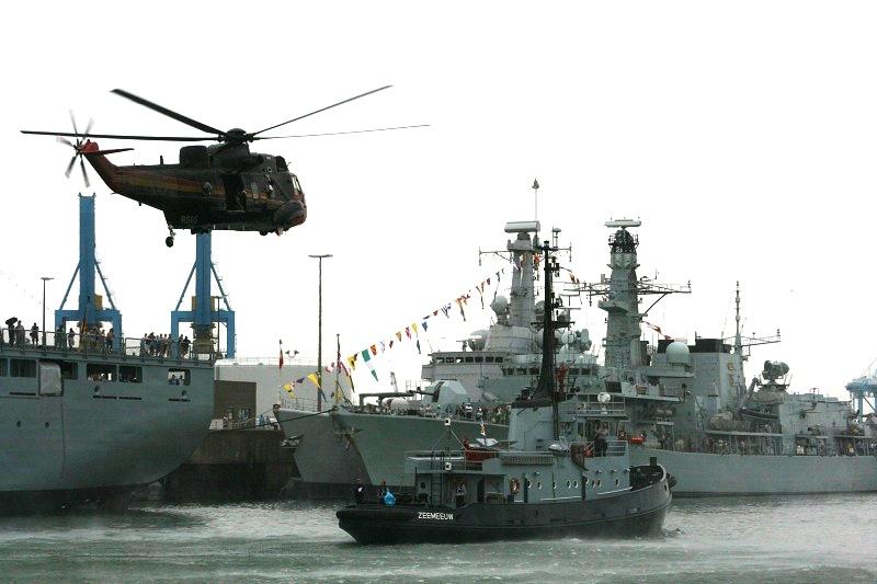 Vos photos du Navy Day 03&04/07/2010  Zeebru21