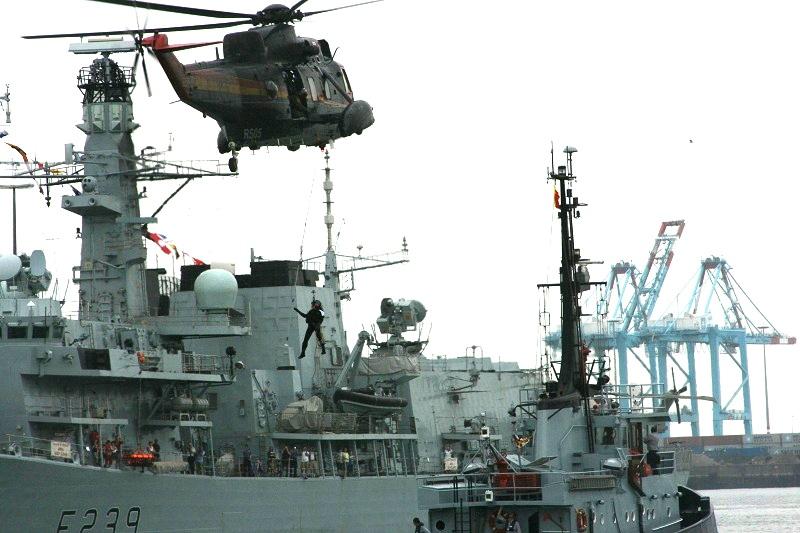 Vos photos du Navy Day 03&04/07/2010  Zeebru22