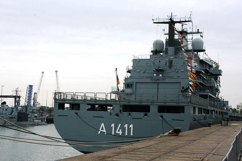 Vos photos du Navy Day 03&04/07/2010  Zeebru23