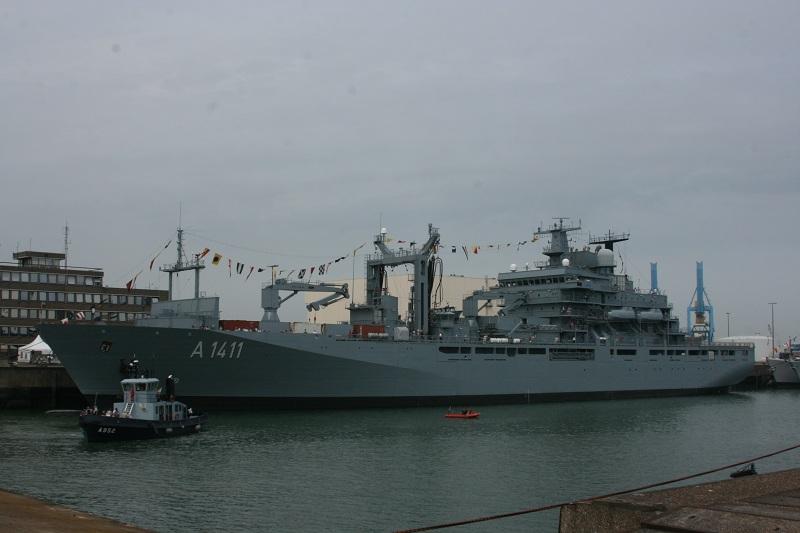 Vos photos du Navy Day 03&04/07/2010  Zeebru38