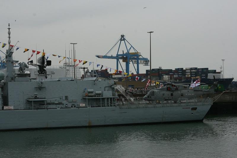 Vos photos du Navy Day 03&04/07/2010  Zeebru39