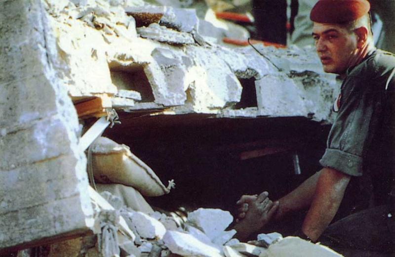 Le 30ème anniversaire de l'attentat du DRAKKAR 58 parachutistes des 1er et 9ème Régiment de Chasseurs Parachutistes écrasés sous les décombres de l'immeuble Drakkar à Beyrouth Entre_13