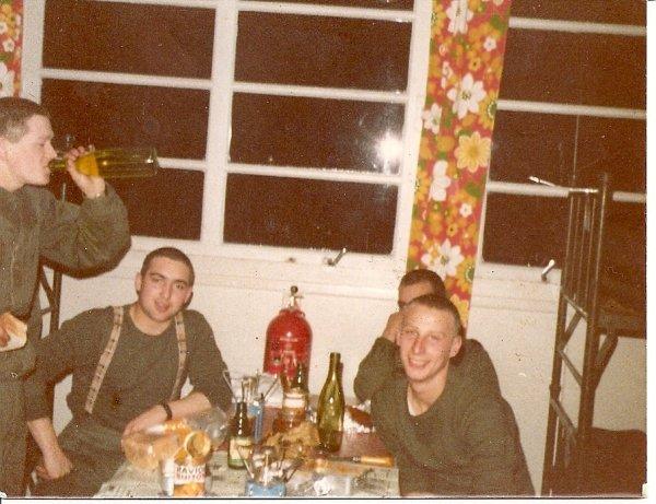 1974-1975 - je ne sais plus pourquoi on bois un verre Boleslaw Niepsujewicz Nouvel11