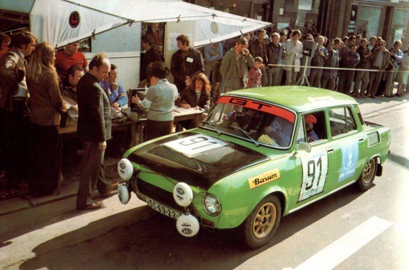 Les voitures de rallyes : elles vous ont marqué, vous avez aimé, détesté, kiffer grave trop quoi, ou pas, bref c'est ici ! Skoda_10