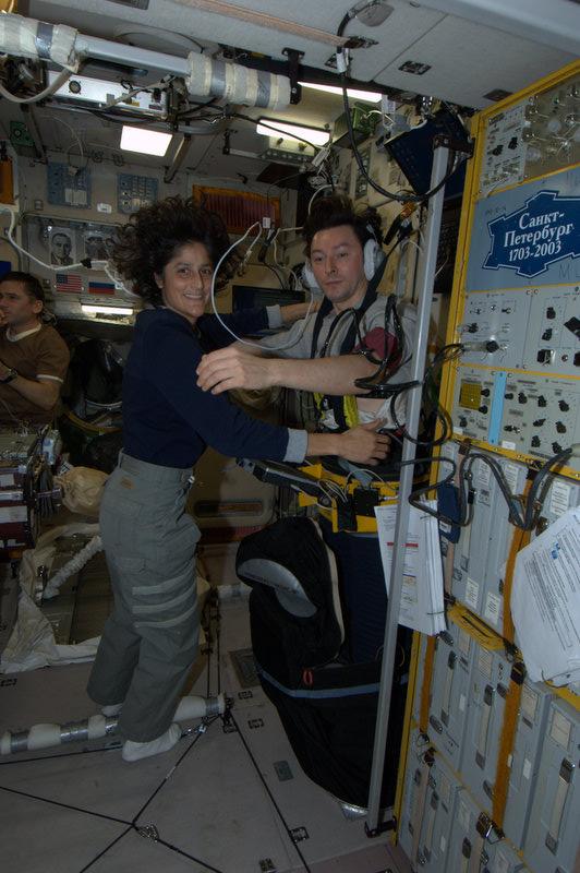 Séjour d'un an dans l'ISS - Page 2 Dancin10