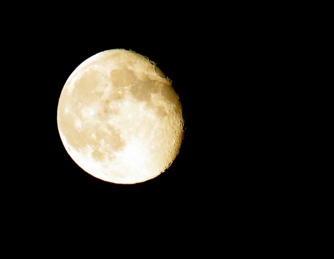 une nuit ,la lune Img_4617