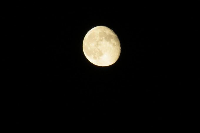une nuit ,la lune Img_4618