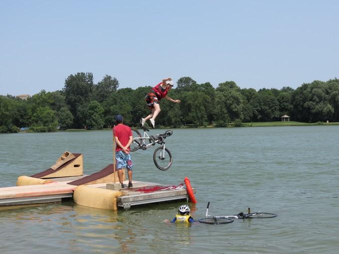 jump sur un étang st yrieix charente Img_5011