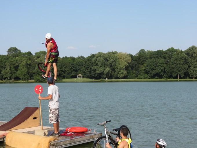 jump sur un étang st yrieix charente Img_5711