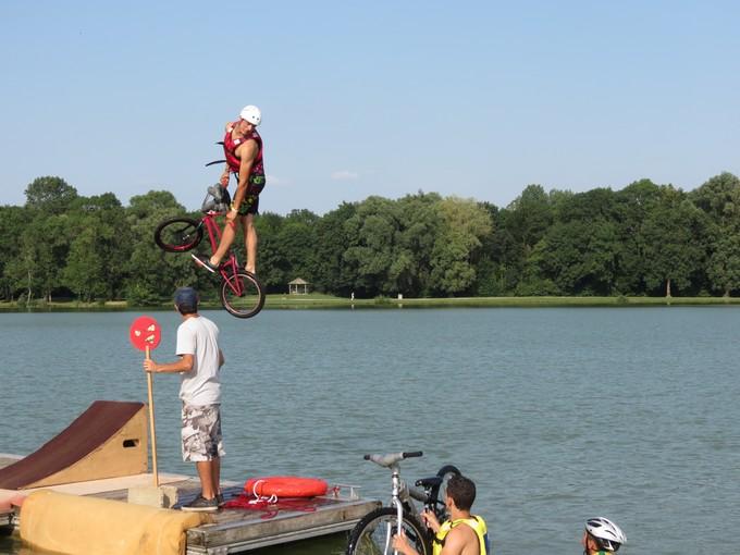 jump sur un étang st yrieix charente Img_5712