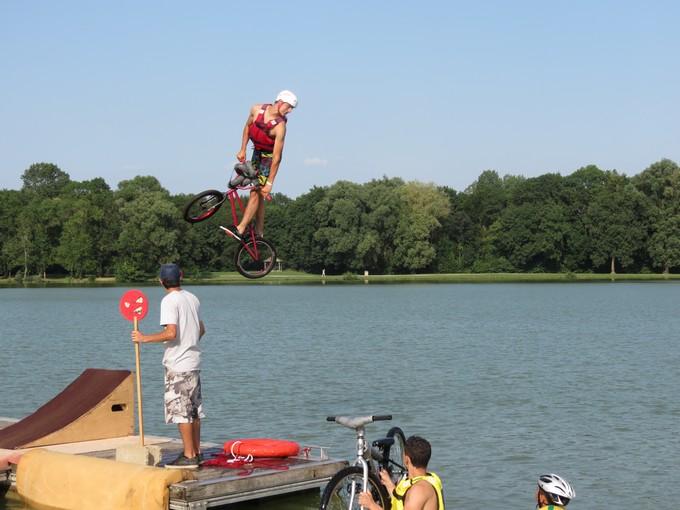 jump sur un étang st yrieix charente Img_5713