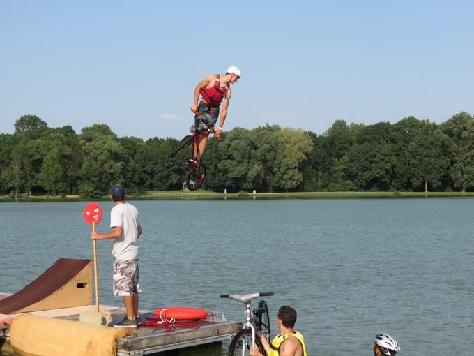 jump sur un étang st yrieix charente Img_5714