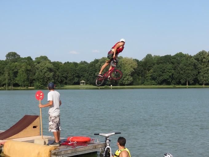 jump sur un étang st yrieix charente Img_5715