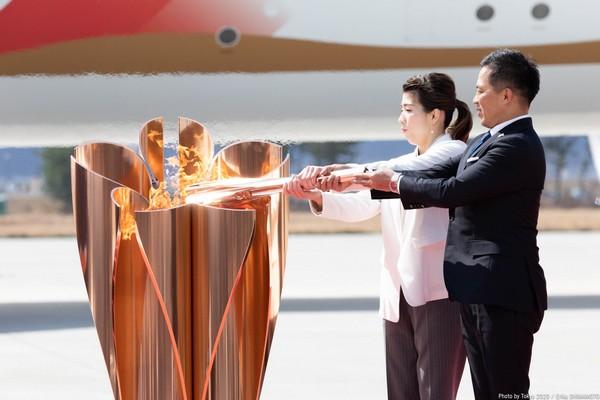 LA FLAMME OLYMPIQUE DES JEUX DE TOKYO 2020 EST ARRIVEE AU JAPON Ethx1k10