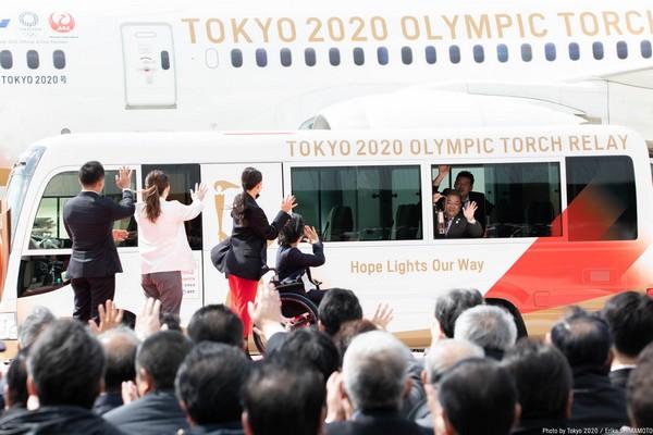LA FLAMME OLYMPIQUE DES JEUX DE TOKYO 2020 EST ARRIVEE AU JAPON Ethx7w10