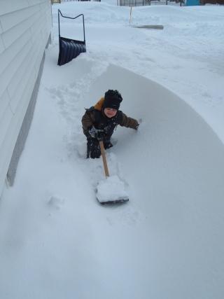 une chance que j'ai enlevé la neige avant! Dscf1911